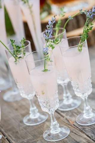 Blush-champagne-with-lavender